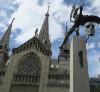 Stunning Manizales Cathedral and scultures